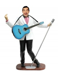 Mr Bean als Elvis im weißen Jackett mit Mikro