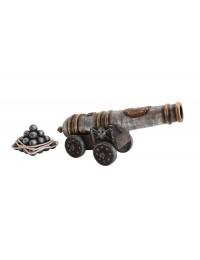 Piratenkanone mit Kanonenkugeln