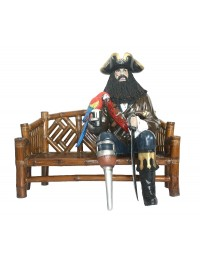 Pirat Blackbeard mit Papagei auf Bambusbank