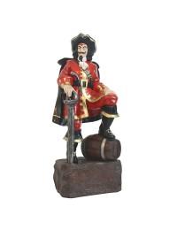 Pirat mit Weinfass auf Stein