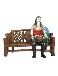Piratenfrau auf Bambusbank