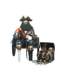 Pirat Blackbeard auf Wagenbank mit Schatztruhe