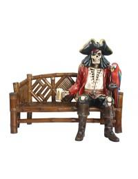 Piratenskelett auf Bambusbank