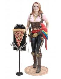 Blonde Piratenfrau mit Pizzaschild