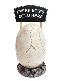 großes Ei mit Angebotsschild