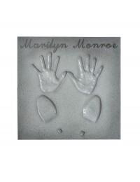 Hall of Fame Fliese mit Hand und Fußabdruck und Namen
