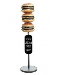 3 Burger auf Ständer mit Angebotsschild