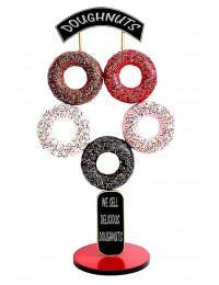 5 Donuts auf Ständer mit Schild und Angebotstafel