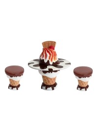 Brauner Eiscreme Tisch mit Stühlen