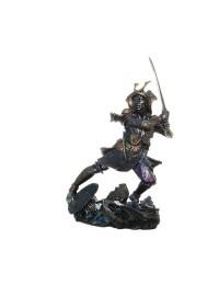 Samurai mit Schwert links