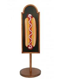 Hotdog auf Angebotstafel auf Ständer
