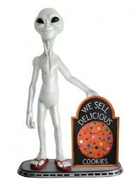 Alien mit Keks auf Angebotstafel