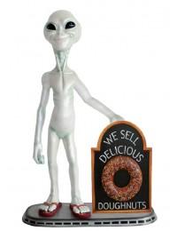 Alien mit Donut auf Angebotstafel