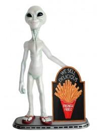 Alien mit Pommes auf Angebotstafel