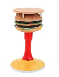 Tisch mit Burger und Ständer und kleiner Fläche