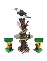 Schlange und Adler auf Baumstamm Tisch und Bananenhocker