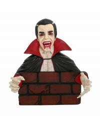 Dracula hinter Mauer