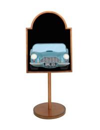 Angebotschild mit Aston Martin Blau auf Ständer