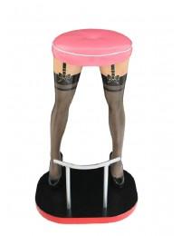 Sexy Frauenbeine mit schwarzen Strümpfen Barhocker mit pinkem Po