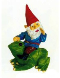 Gartenzwerg reitet Frosch