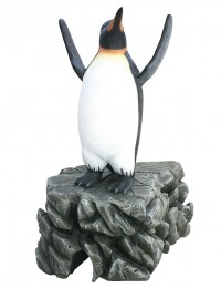 Pinguin mit gehobenen Flossen