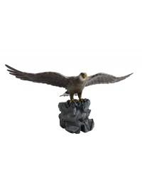 Adler mit Golfloch