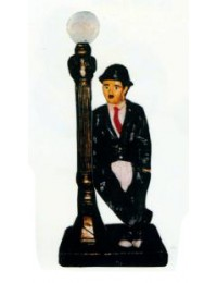 Charlie Chaplin an Laterne klein