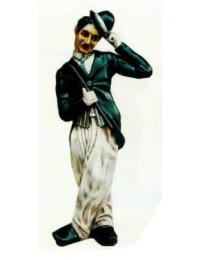 Charlie Chaplin zieht Hut klein