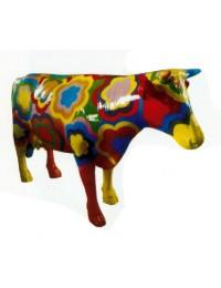 bunte Kuh mit Blütenmuster