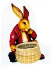 Osterhase sitzend mit Körbchen