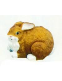 dicker brauner Hase liegend
