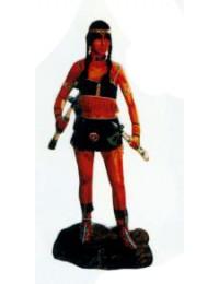Indianerkriegerin mit Beil