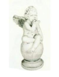 antiker sitzender Engel auf Kugel bittet um Ruhe