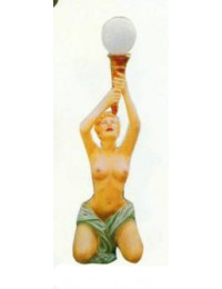 freizügige Frauenfigur mit Lampe als Fackel