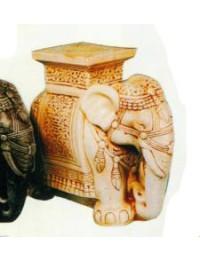 Elefant als Hocker hell
