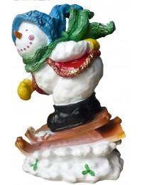 Schneemann klein auf Schlitten