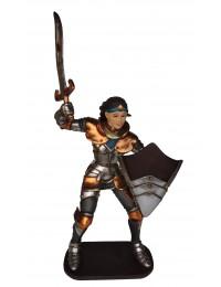 Frau als Ritter mit Schwert und Schild