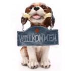 Hund mit Willkommensschild