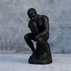 Der Denker in matt schwarz