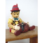 Pinocchio mit Süßigkeitentopf