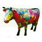 große stehende Kuh im Gemüselook