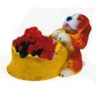 süßer Hund an Körbchen als Blumentopf
