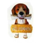 Beagle sitzend mit Willkommensschild