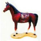lebensgroßes braunes Pferd mit Sattel
