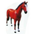 lebensgroßes braunes Pferd stehend