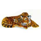 großer Tiger liegend mit Kind