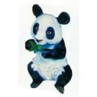 Pandabär sitzend mit Bambus im Mund