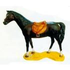 lebensgroßes dunkelbraunes Pferd mit Sattel