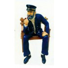 sitzender Seemann raucht Pfeife auf Bank Variante2