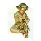 junges Kind spielt Flöte gold